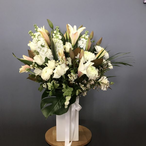 classic white, white and green, flower delivery tamworth, tamworth flowers, tamworth florist, tamworth flower delivery, new england florist, botanic, sympathy flowers
