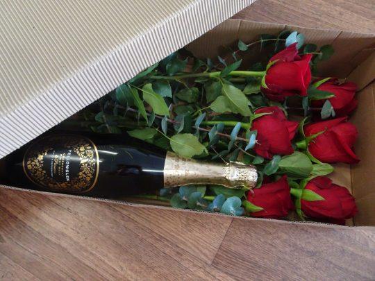 red roses, half dozen roses, valentines, valentines day, tamworth flowers, tamworth florist, rose delivery