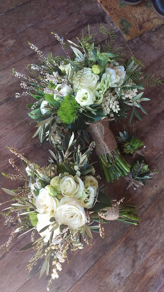 wedding bouquet, tamworth wedding, bridal bouquet, white bouquet tamworth, tamworth weddings, tamworth florist, florist tamworth, tamworth wedding florist, rose bouquet, rustic bouquet