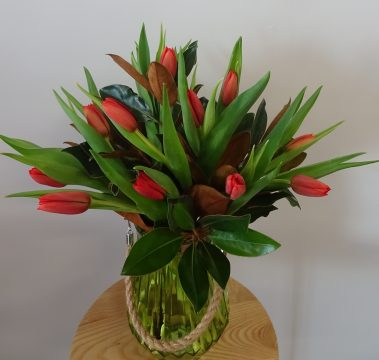 tulip vase, tamworth flowers, flower delivery, tamworth flowers, tamworth flower shop, fresh flowers, tamworth florist, tulips,