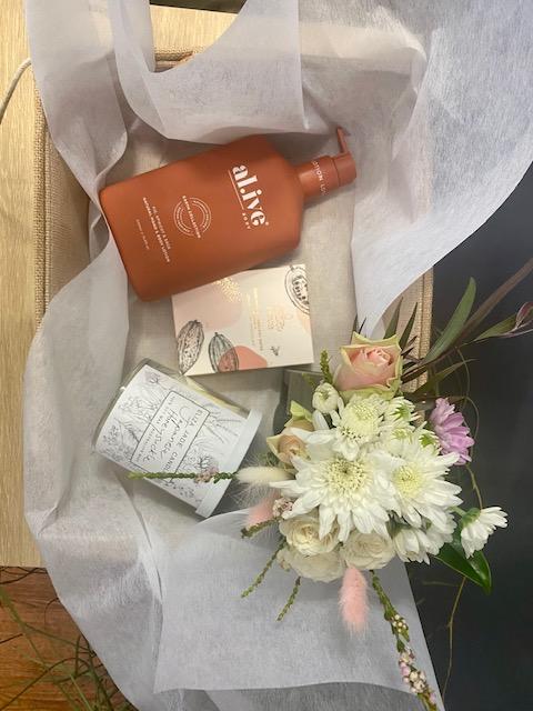 Mothers Day Hamper, Mothers Day, Mothers day gift, Mothers Day flowers, mothers day delivery, Mothers Day Tamworth, Tamworth florist, Tamworth flowers, flowers and gifts, fresh flowers and gifts